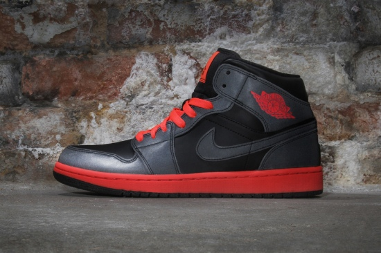 air-jordan-1-mid-infrared-23-01-960x640
