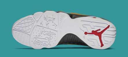 air-jordan-9-dream-it-do-it-black-university-red-302370-065-bottom